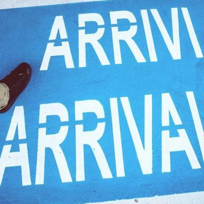 空港の到着ロビー